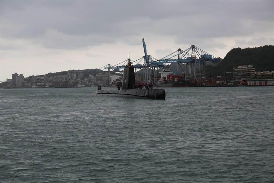 海獅潛艦周六開放民眾登艦參觀,大陸地區人士謝絕參觀。(海軍提供)