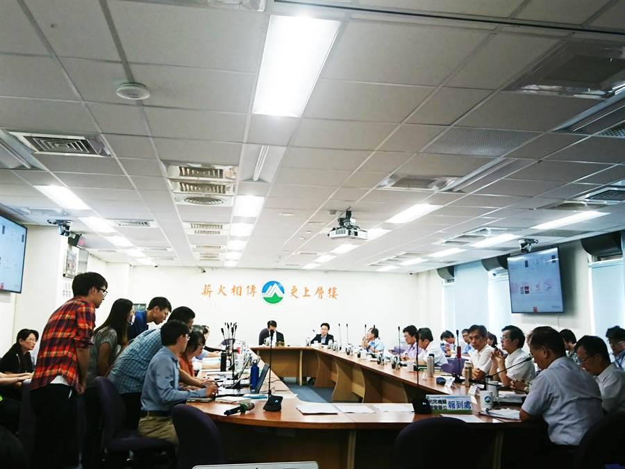 環保署今召開環評大會,同意台電核三廠除役進入第二階段環評。(廖德修攝)