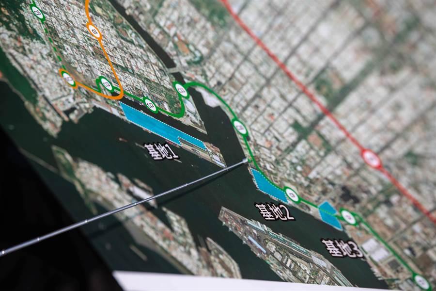 16至18號碼頭預定地面積有7公頃,位於愛河出海口且緊鄰捷運輕軌系統,極具發展潛力。(袁庭堯攝)