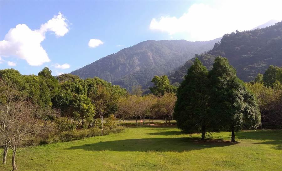 ▲奧萬大國家森林遊樂區的秋色景觀。(林管處提供/楊樹煌南投傳真)