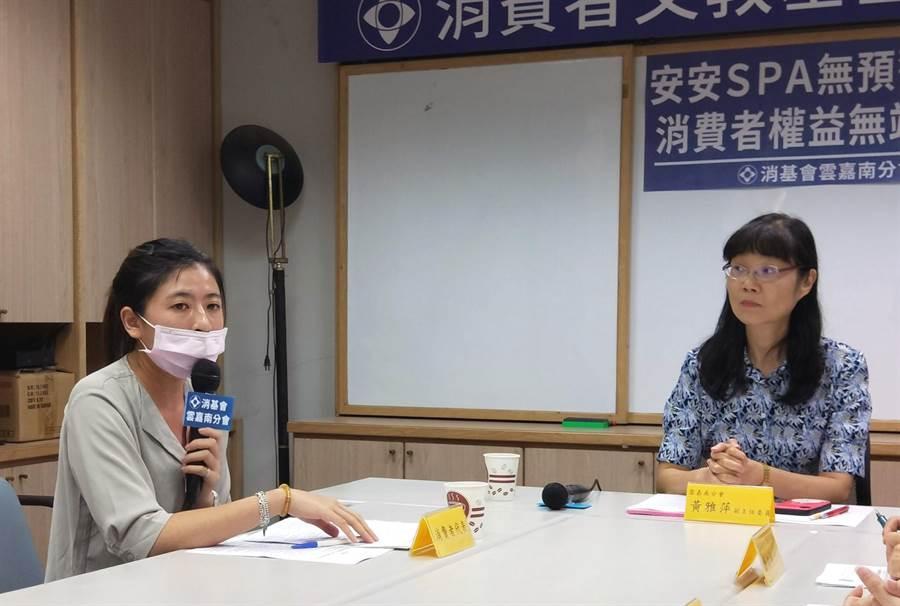 台南市安安營養芳療SPA中心無預警歇業,消費者張小姐(左)認權益受損向消基會雲嘉南分會申訴。(洪榮志攝)