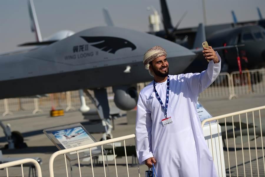 中國大陸製造的武裝無人機在中東國家非常受歡迎。圖為杜拜航展上展出的大陸武裝無人機。(圖/新華社)