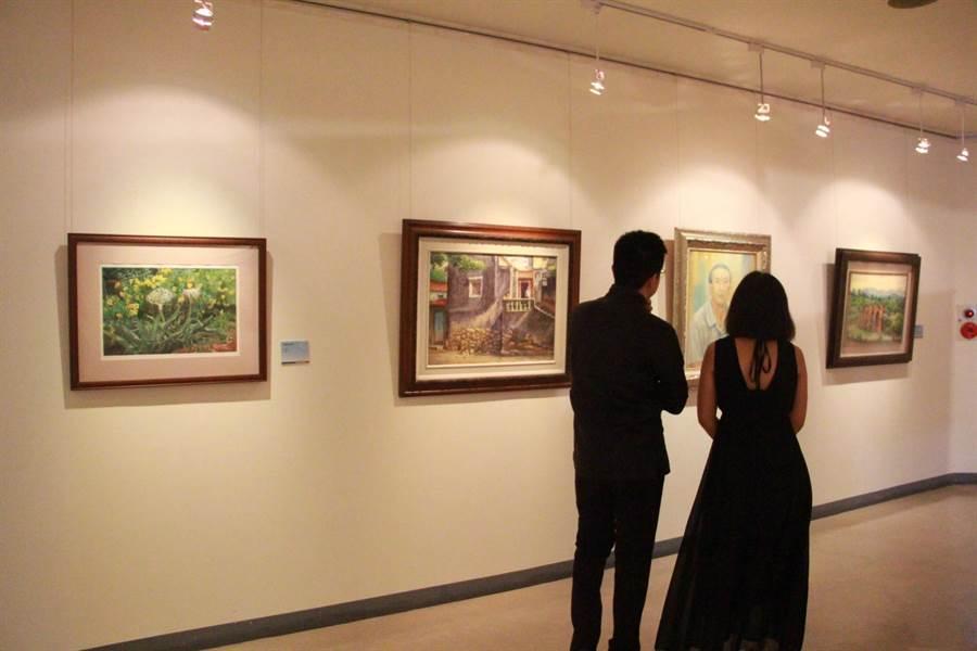 2019苗栗縣美術名家年展「歲月」展出107件作品,藉藝術展覽認識客語。(何冠嫻攝)