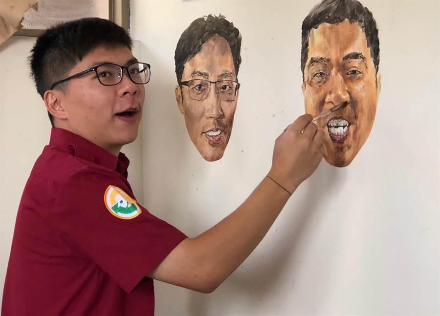 金門金湖消防分隊195梯替代役男楊勝博,就靠著自己的一雙彩繪巧手,將工作伙伴的猛男形象,用大頭照寫真在重訓室的牆壁上,成為大家秀肌肉、比豪氣的大擂台。(李金生攝)
