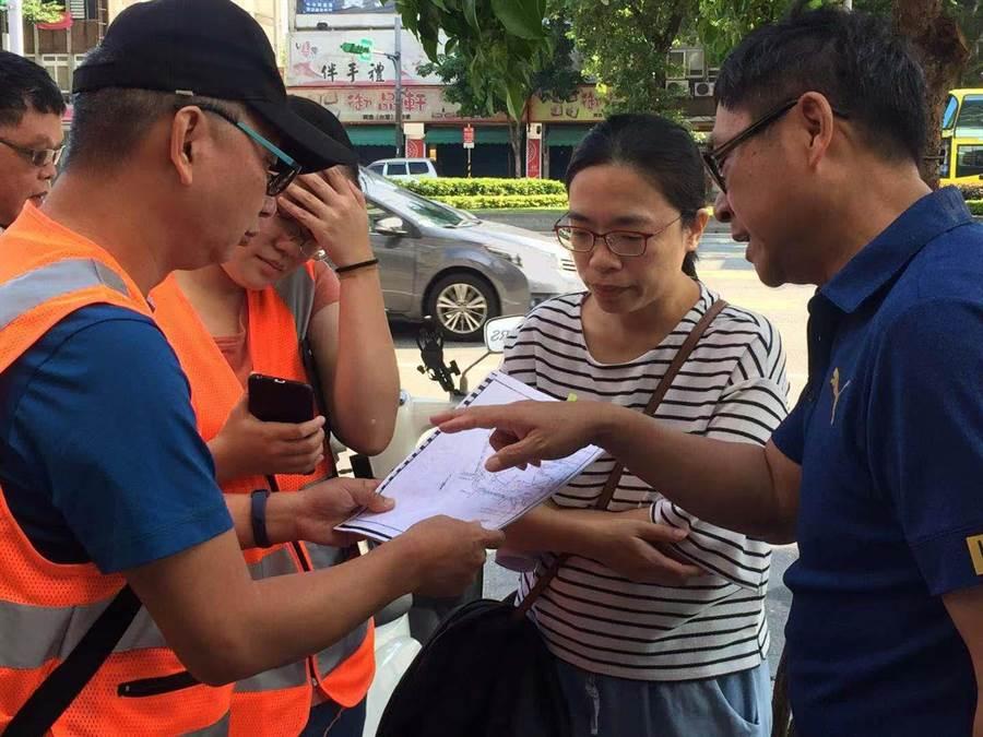 議員陳建銘指出,今年開始常態性實施「匝道儀控管制」後情形更加嚴重。(游念育攝)