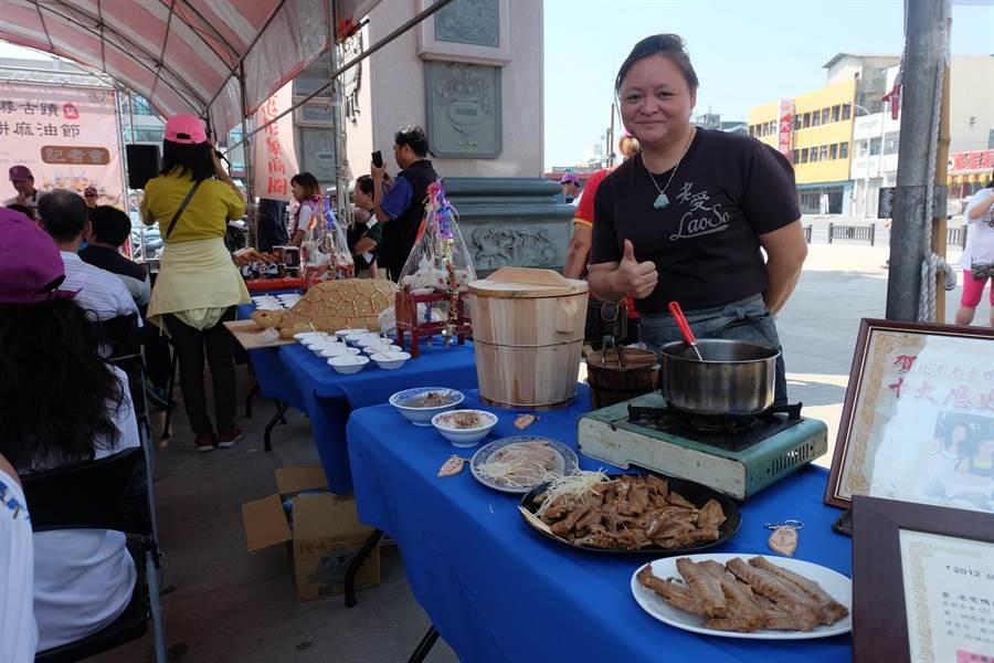 北港糕餅麻油節記者會,準備在地小吃讓民眾先嘗為快。(張朝欣攝)