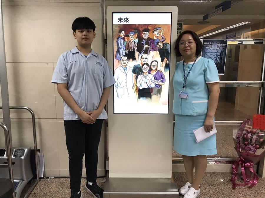 黃友廷在中國醫藥學院附設醫院開個展,醫院人員熱烈歡迎。(嘉中提供/廖素慧嘉義市傳真)