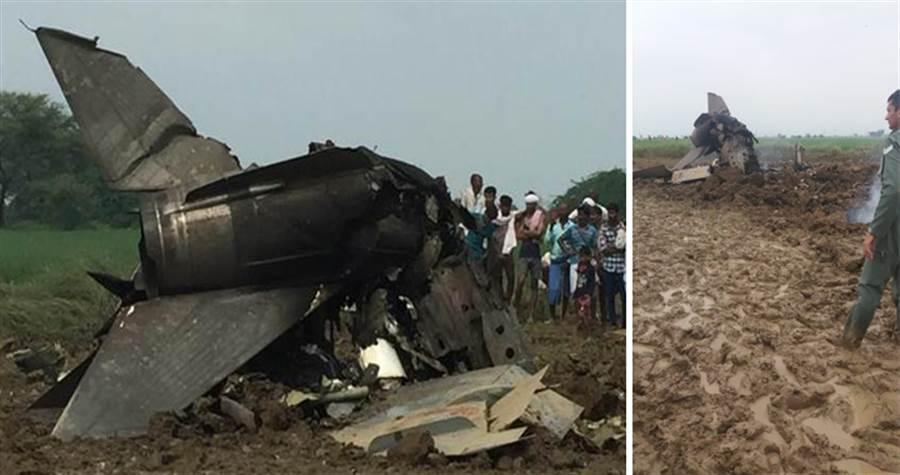 印度雙座型MiG-21墜毀,2名飛行員生還。(圖/IAF)