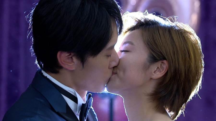 馬俊麟在結局中和王瞳深情一吻。民視提供