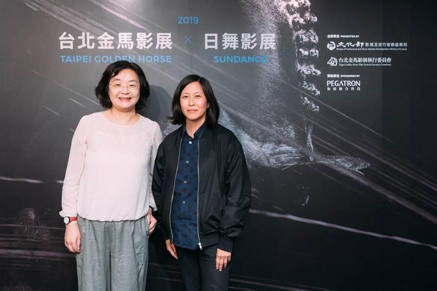 文化部影視及流行音樂產業局局長徐宜君(左)歡迎美國日舞影展節目總監金‧約坦妮(右)來台交流。(金馬影展提供)