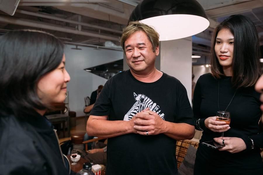 金‧約坦妮(左)與台灣導演瞿友寧相談甚歡。(金馬影展提供)