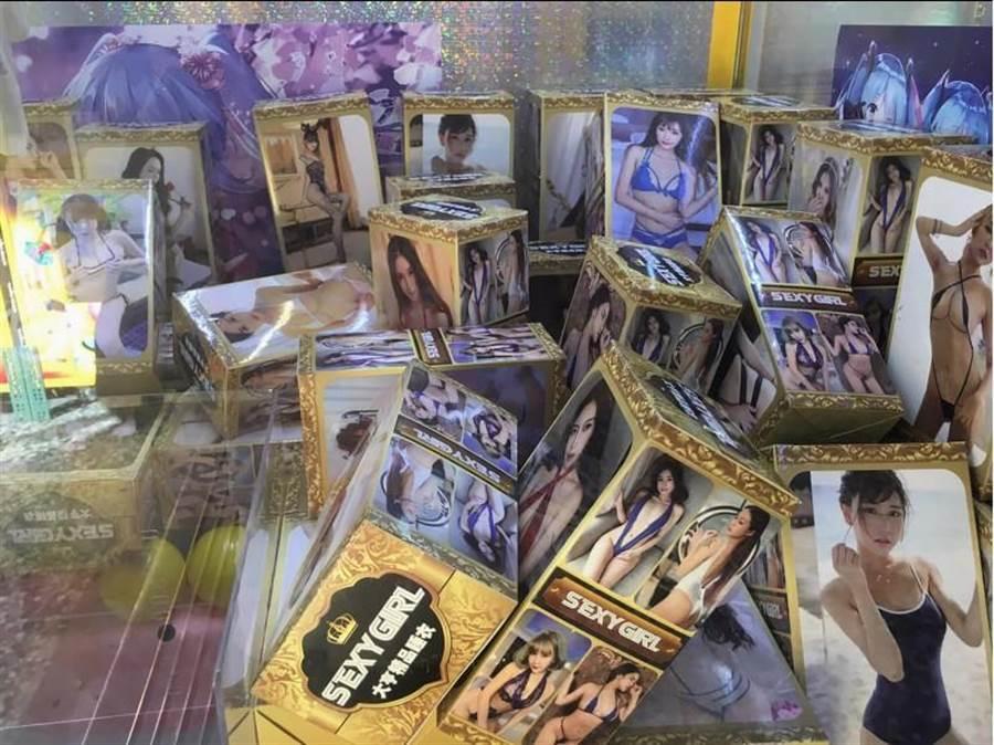 苗栗縣議員陳光軒發現,在頭份多所學校周邊的夾娃娃機店內,不少機台陳列物品充斥成人情趣用品等。(中央社)