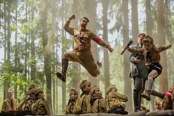 黑寡婦、山姆洛克威爾化身軍官 搞笑嘲諷納粹主義