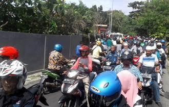 印尼東部島6.8強震 牆上裂出大縫 居民急逃竄