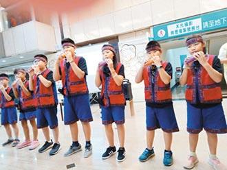 小林村學童 優美笛音溫暖長者