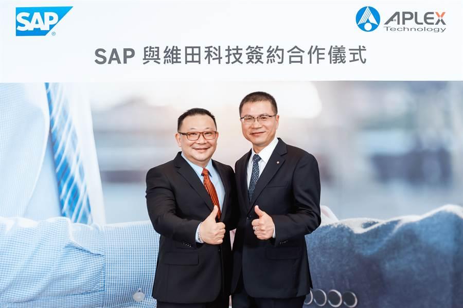 台灣思愛普(SAP)協助工業電腦廠維田整合全球子公司營運及生產流程,有效精實跨國管理,優化營運動能,積極搶攻市場潛在商機。左為SAP全球副總裁暨台灣總經理謝良承,右為維田董事長李傳德。(圖/SAP)