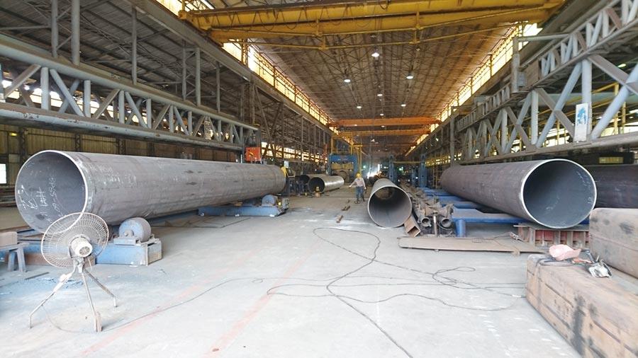 遠東機械鋼鐵事業部生產各類型鋼管,因品質穩定,廣被國內外公共工程、石化、建築與交通等行業用戶採用。圖/莊富安