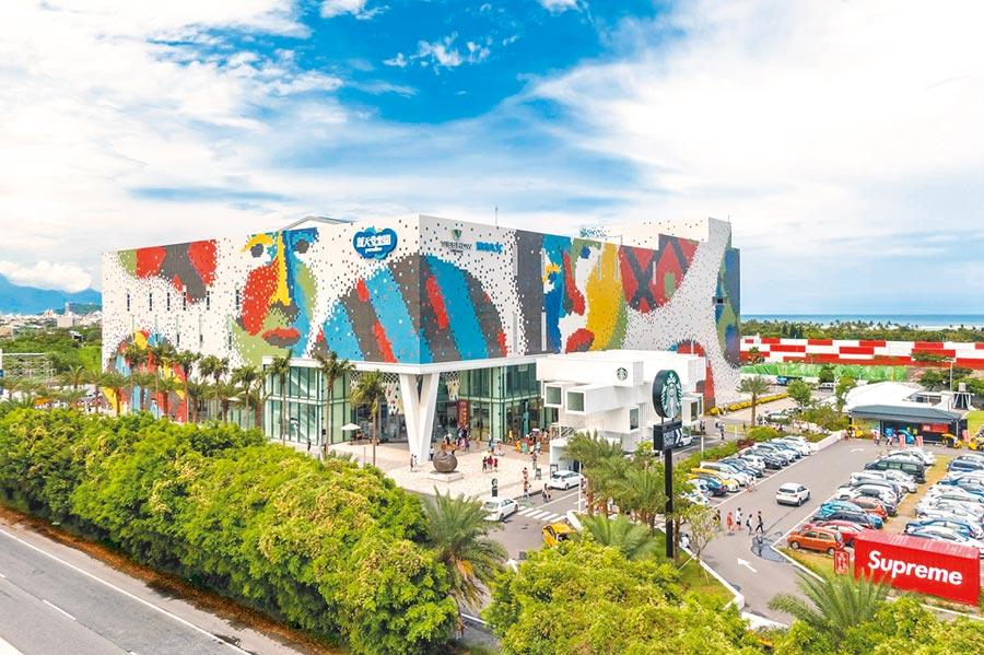 威秀IMAX影城、吳寶春麵包、香港糖朝、SUPREME等潮牌名店與設施,吸引大批遊客前往新天堂樂園朝聖,台開統計,截至目前已有250萬人次到訪。(台開提供)