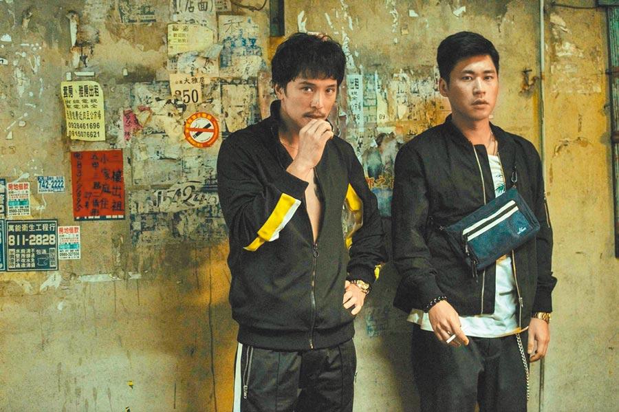 邱澤(左)和黃迪揚在《江湖》扮台客,新片引起準女友關注。(摘自《江湖無難事》臉書)