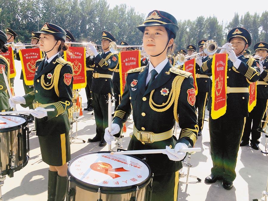 今年大陸國慶閱兵的軍樂團女兵數創新高。(中天電視提供)