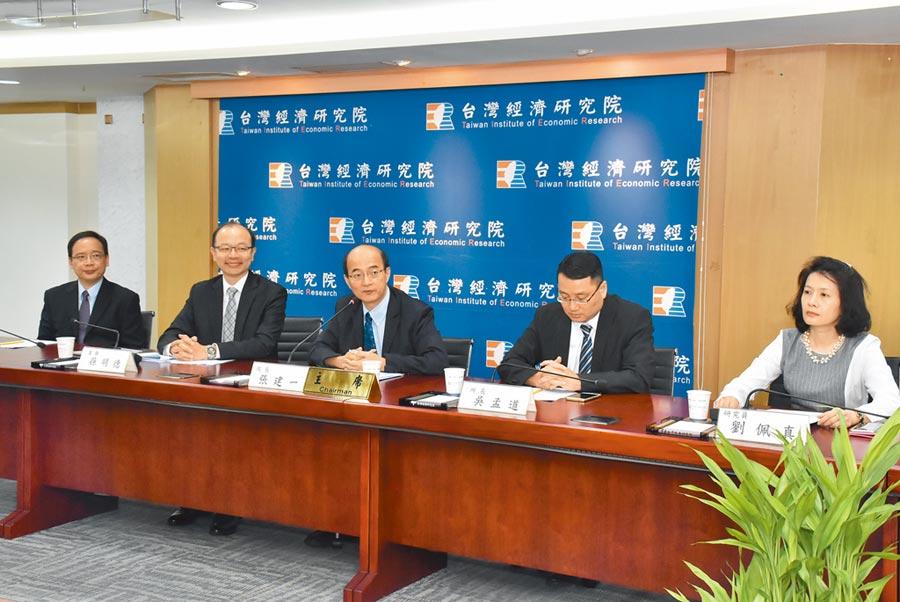 台灣經濟研究院25日舉辦「九月景氣動向調查報告」,說明台灣與全球景氣現況。(台經院提供)