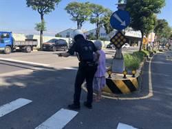 老婦呆坐馬路  警協助返家
