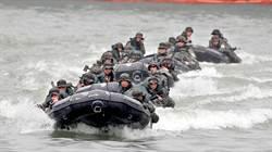 中華民國海軍27日在基隆港舉辦開放國防知性之旅營區開放參觀活動