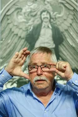 唱垮柏林圍牆 比爾曼用「兩雙眼」寫詩