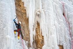 夏伯渝為珠峰架登山梯 失去雙腳