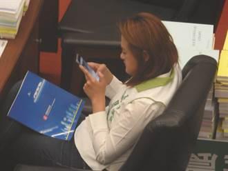 韓施政報告 綠議員滑手機  民眾「全都錄」存證