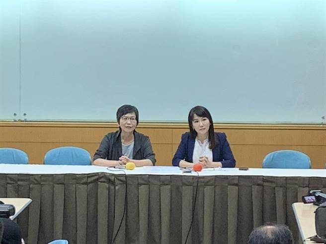 蔡壁如與蔡沁瑜聯袂召開記者會說明雙方之後的合作方向。(楊孟立攝)