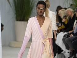 LOEWE蕾絲、裙撐2020春夏很貴族 新款包巴黎時裝周亮相