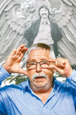 比爾曼唱垮柏林圍牆 用兩雙眼寫詩