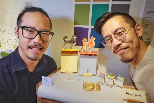 七年級雙胞胎兄弟葉羊和葉禮華,一個玩紙藝、一個畫插畫,兩人合作「半隻羊立體書實驗室」,做出細緻的立體作品,連故宮、衛武營都和他們合作立體卡片,專門賣給觀光客。(姚志平攝)