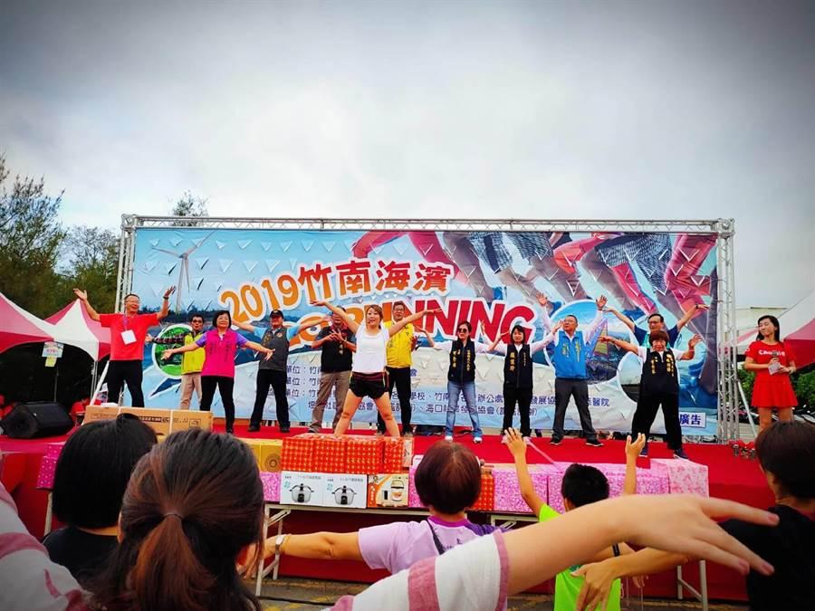 竹南鎮公所28日一早在竹南龍鳳漁港舉辦路跑活動。〔竹南鎮公所提供/謝明俊苗栗傳真〕