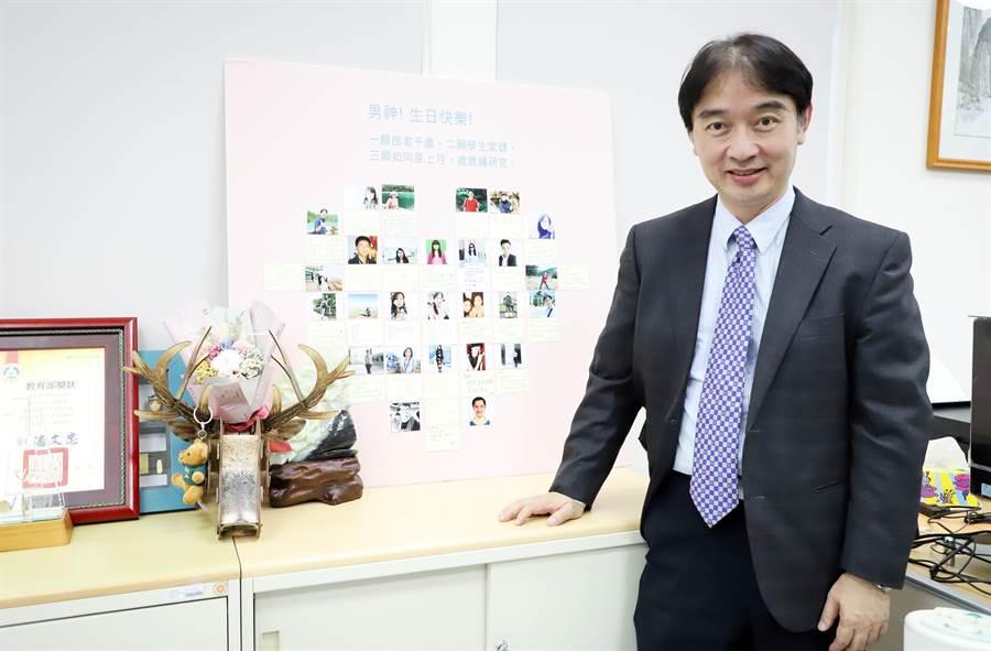 台科大數位所教授黃國禎,用心教學並關懷學生,深受學生的愛戴。(台科大提供/李侑珊傳真)