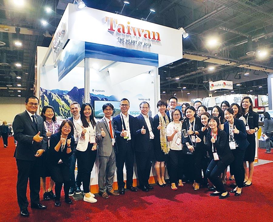 臺灣參展團員共賀展出成功。圖/中華國際會議展覽協會提供