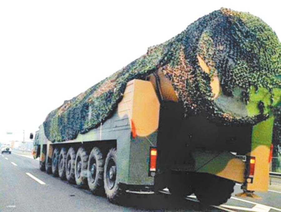 網傳疑似東風-41飛彈車。(取自中新網)