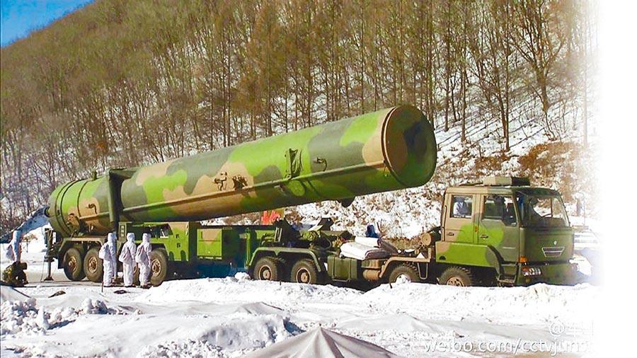 解放軍東風-31進行發射訓練。(取自環球網)