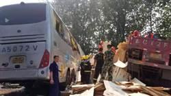 陸高速公路重大車禍!遊覽車爆胎衝撞對向車 36死