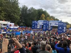 柏林馬拉松起跑 台灣精品LOGO首登選手斗篷