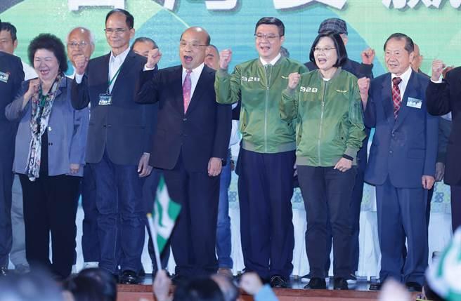 美國和台灣現有的選舉制度都是贏者全拿,台灣贏者更是相對多數,拿不到過半票數,卻要全盤端走,不具正當性。可以仿照法國總統制度,兩輪投票,第一輪沒有人過半,選擇最高票的兩人再戰,這是較公平的做法。(示意圖,季志翔攝)