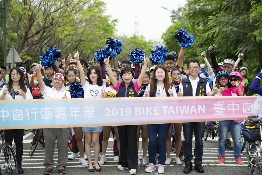台中自行車嘉年華推陳出新,首創單車結合路跑挑戰,吸引很多車友。(盧金足攝)