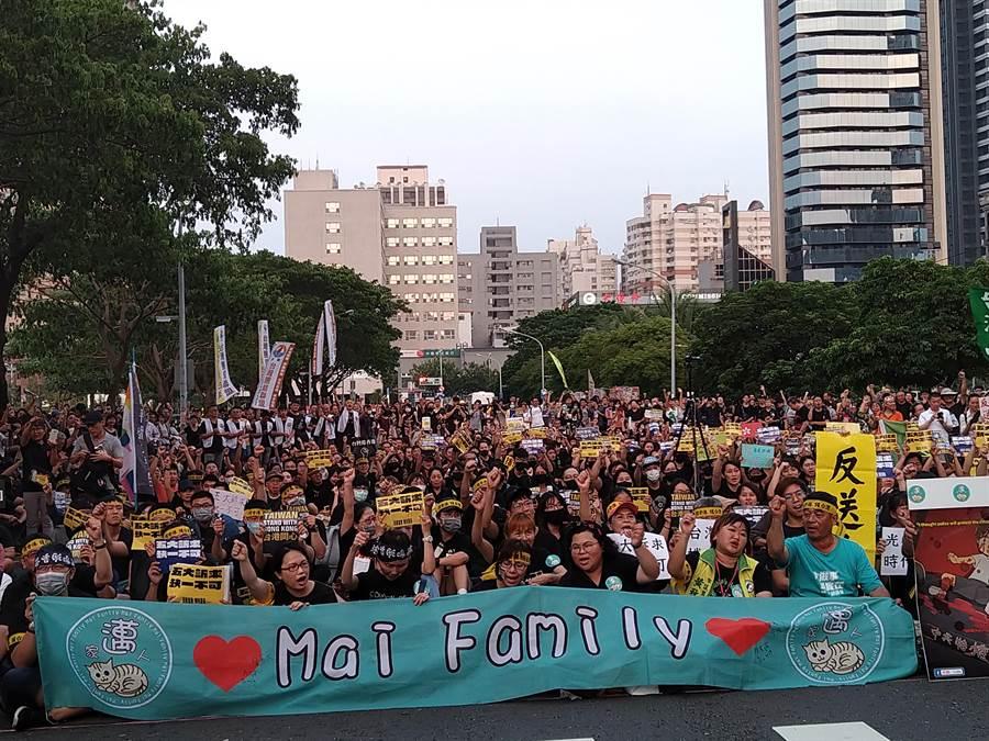 高雄凹子底神農路舉辦的929高雄聲援香港晚會,現場聚集上千名聲援的香港在台學生及支持群眾。(林雅惠攝)