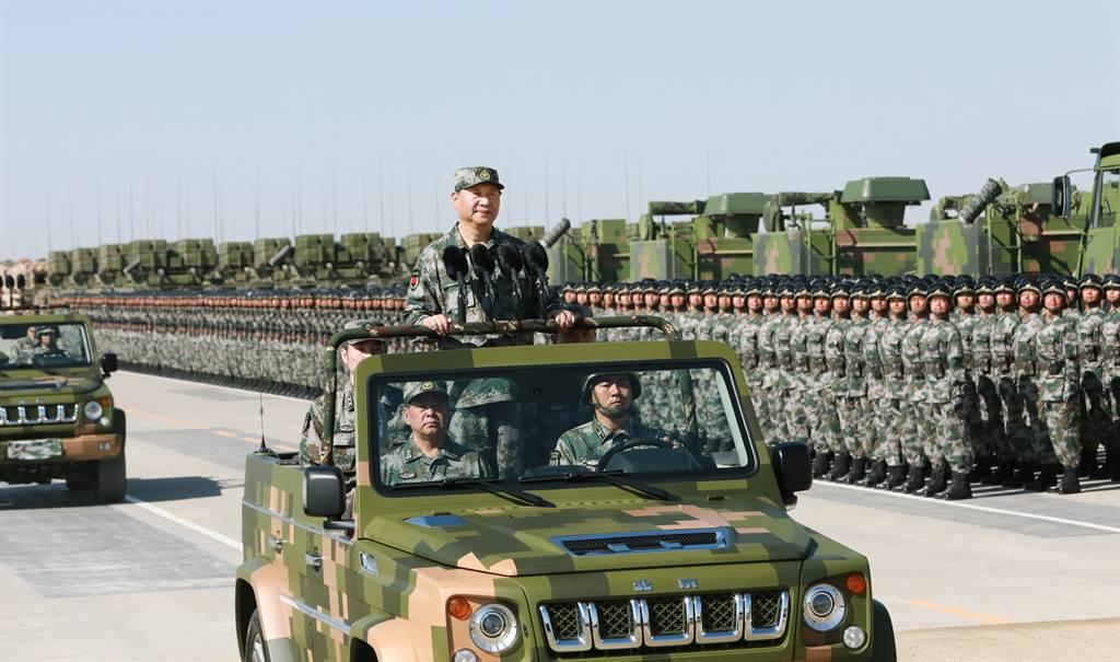 2017年慶祝中共建軍90週年,習近平朱日和聯合訓練基地舉行閱兵式。(圖/新華社)