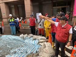 新北市長侯友宜颱風天不休息 馬不停蹄視察災點、工程進度