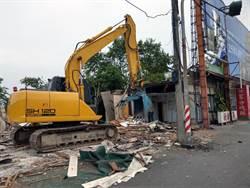 強制拆除大林交流道周邊占用戶違建 公所展鐵腕