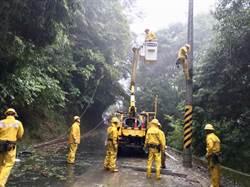 米塔颱風發威 一度2.5萬戶停電現剩4千戶待修復