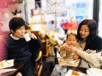 56歲洪榮宏老婆曬抱嬰照「一家三口」網友熱論:偷生小孩?