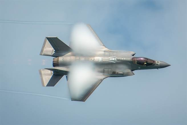 德國雷達公司稱,無源雷達能夠使匿蹤戰機失去隱身能力,他們曾經在柏林航展後,追蹤到F-35戰機。(圖/美國空軍)